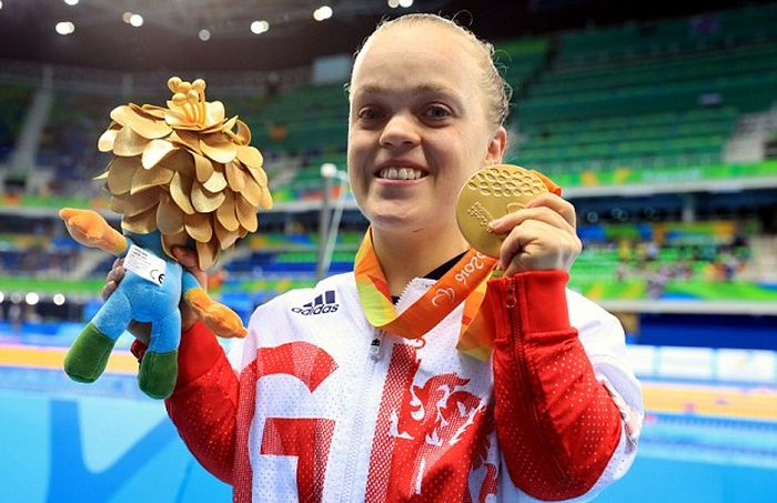 Британская пловчиха завоевала «золото» и установила мировой рекорд на Паралимпиаде в Рио (5 фото)