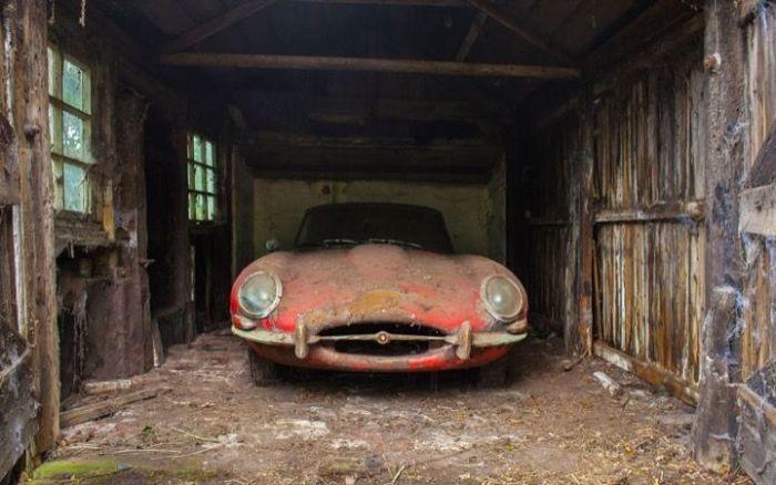 Раритетный спорткар E-Type 1964 года, найденный в ветхом гараже (9 фото)