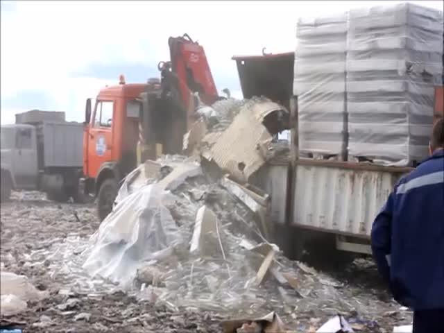В Сызрани под видом контрафактного алкоголя утилизировали пустую стеклотару