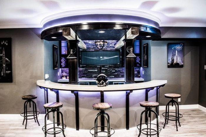 Крутой бар в собственном подвале (31 фото)
