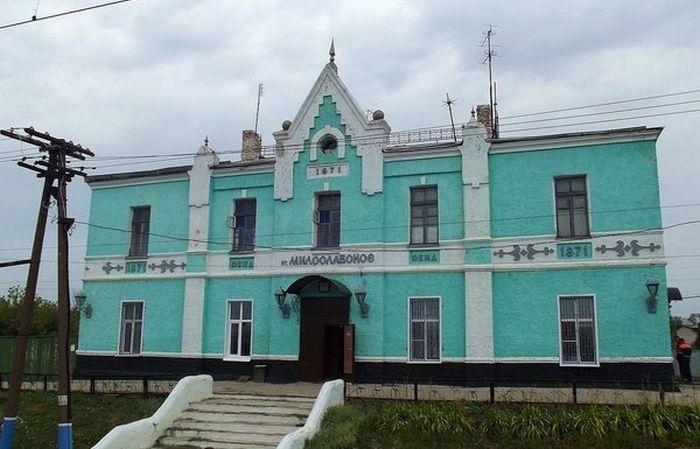 Реконструкция старого вокзала в поселке Милославское (2 фото)