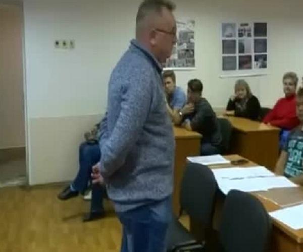 Студенты и преподаватели прогнали агитатора «Единой России»