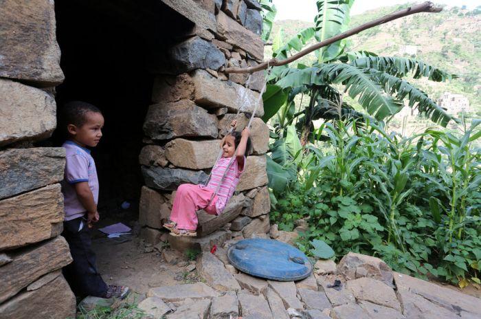 Деревня беженцев в горах Йемена (17 фото)
