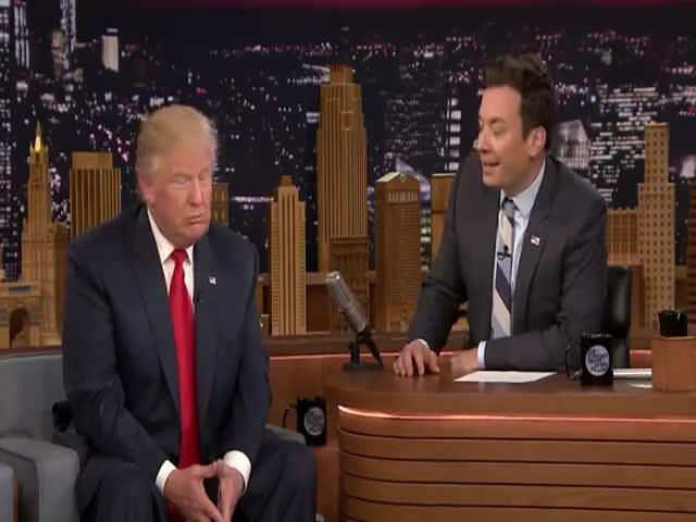 Телеведущий Джимми Фэллон растрепал прическу Дональда Трампа