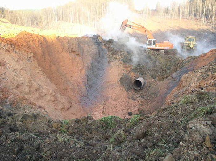 Последствия разрыва трубы на магистральном газопроводе (4 фото)
