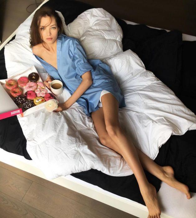 Юная модель Алеся Кафельникова любит бургеры (14 фото)