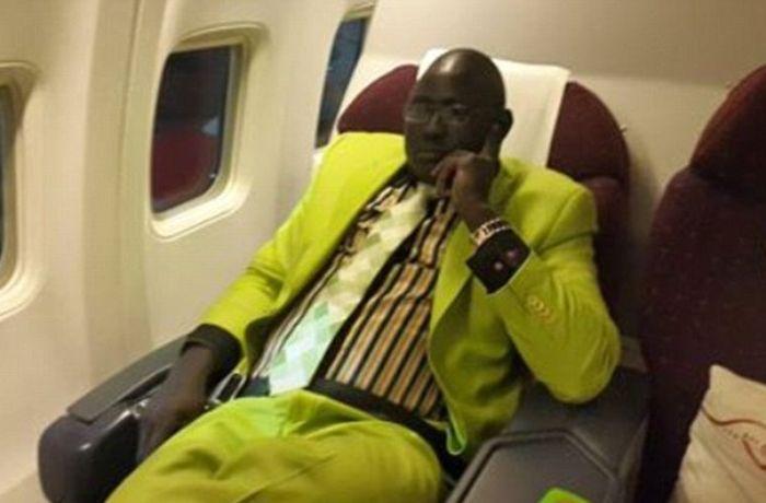 СМИ раскритиковали пасынка генерала Южного Судана за его роскошную жизнь (12 фото)