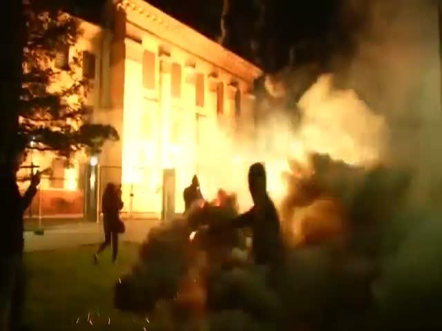 Российское посольство в Киеве обстреляли фейерверком