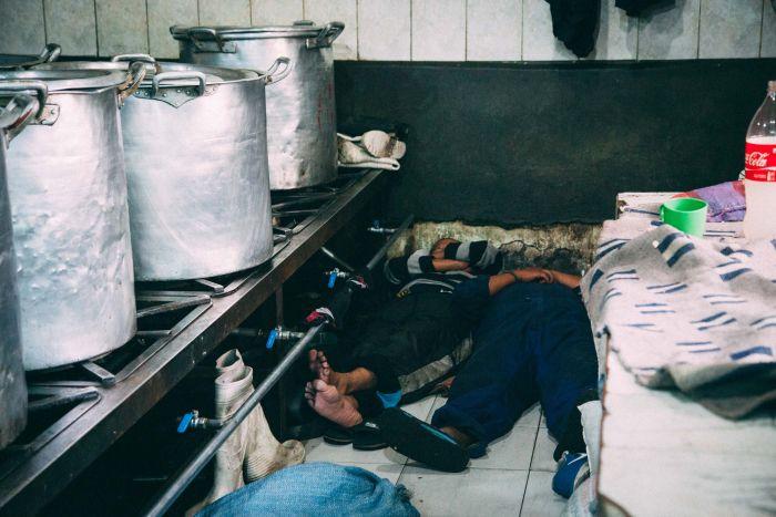 Сан-Педро - тюрьма-коммуна в центре боливийского города Ла-Паса (15 фото)