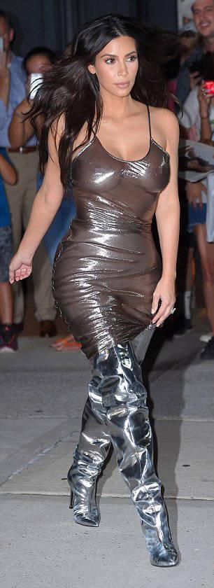 Смелые наряды Ким Кардашьян (24 фото)