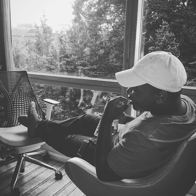 Как простой темнокожий парень миллионером стал (25 фото)