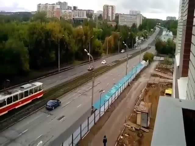 Инспектор ДПС освобождает путь для кортежа Путина