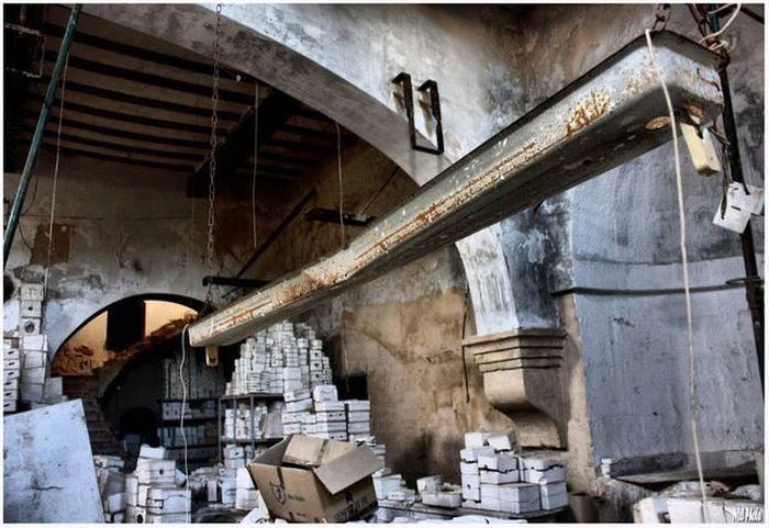 Заброшенный кукольный завод (18 фото)