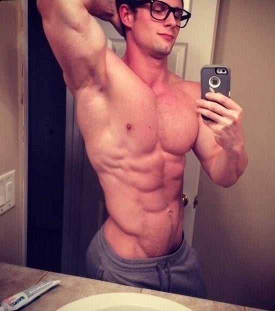 Подборка мускулистых парней специально для девушек (40 фото)