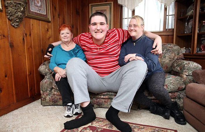 Брок Браун - 19-летний парень, который до недавних пор был самым высоким подростком в мире (13 фото)