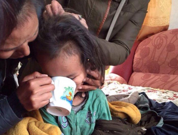 В Туве потерявшийся трехлетний мальчик три дня провел в лесу (3 фото)