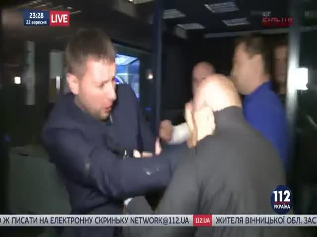 Депутаты Верховной Рады Парасюк и Вилкул подрались после теледебатов