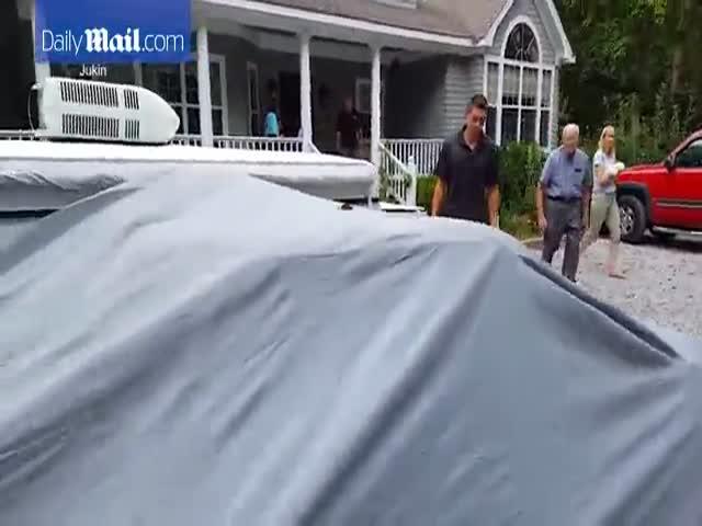 Дедуле подарили автомобиль его мечты