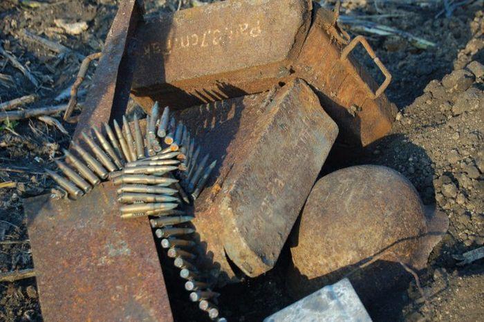 Раскопки немецкого подземного бункера в Ростовской области (15 фото)