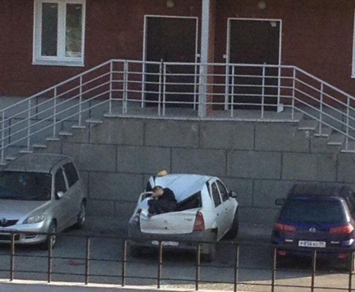 В Новосибирске подросток выжил после падения с 23 этажа (4 фото)