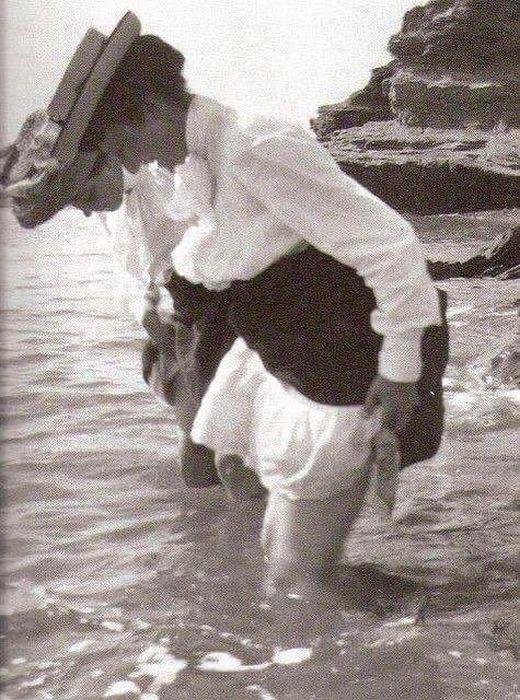 Купальщицы крымских пляжей в 20 - 50 годы XX века (19 фото)