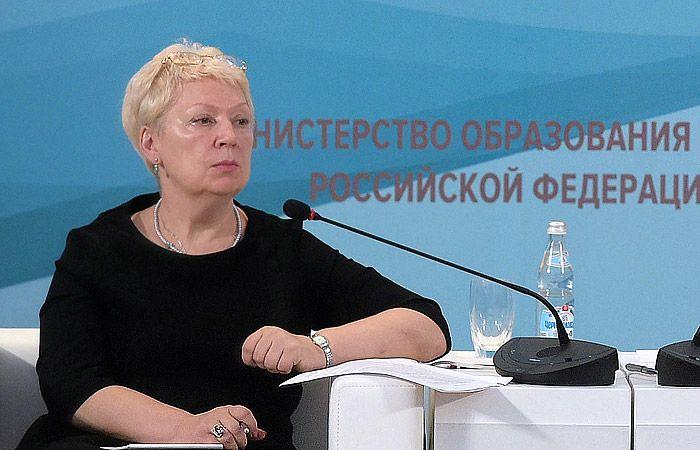 Министр образования Светлана Васильева о необходимости приобщения школьников к труду (2 фото)
