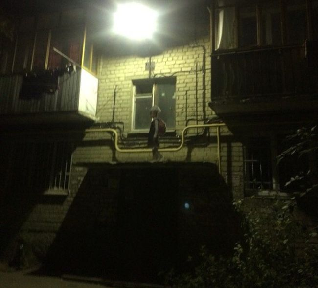 И без того страшный двор в Саратове стал еще страшнее (2 фото)