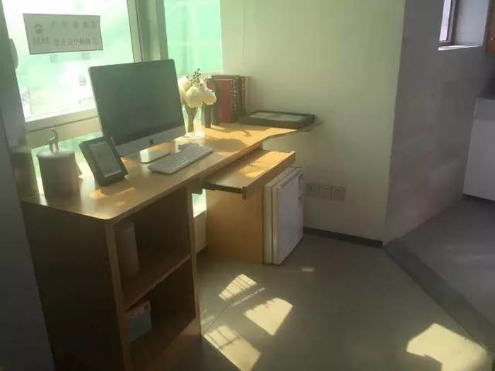 В Китае крошечные квартиры площадью 6 квадратных метров раскупили за полдня (6 фото)