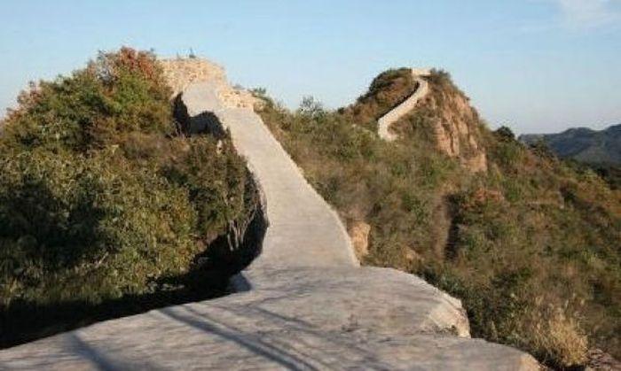 Участок Великой Китайской стены залили бетоном (8 фото)