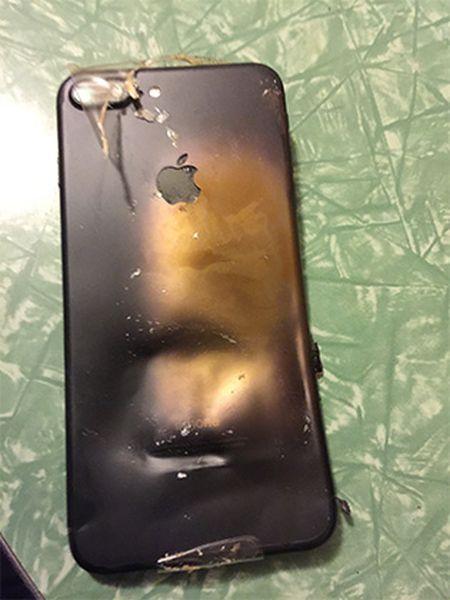 �� ����� �������� iPhone 7 ��������� ����� � ������� (4 ����)