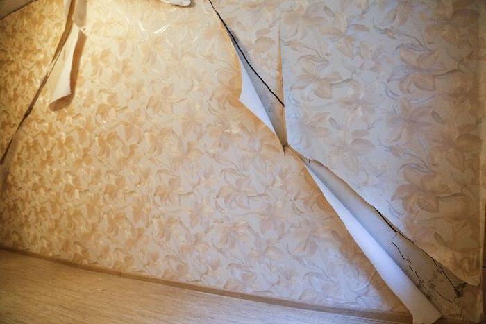 В квартире жительницы Тулы начала рушиться стена (7 фото)