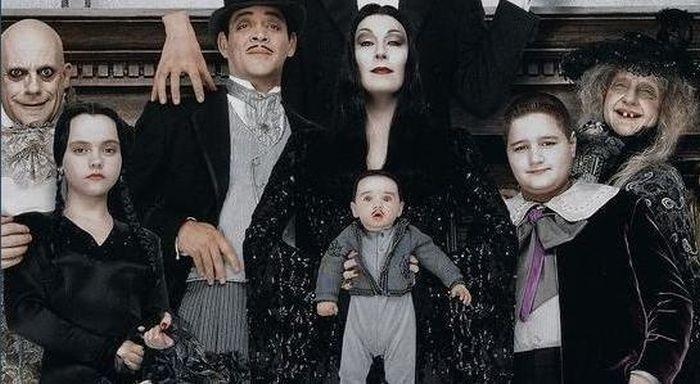 Актеры «Семейки Аддамс» тогда и сейчас (17 фото)