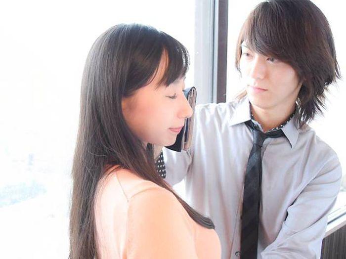 Необычная услуга для офисных работниц Японии (5 фото)