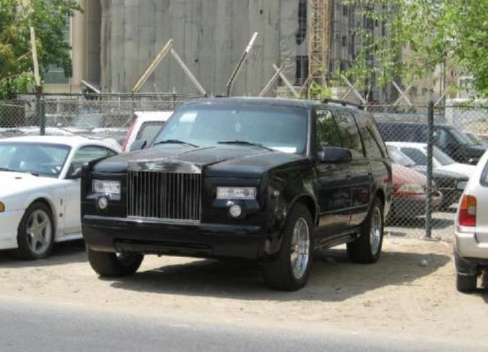 Понты для бедных или переделка обычных машин в роскошные авто (14 фото)