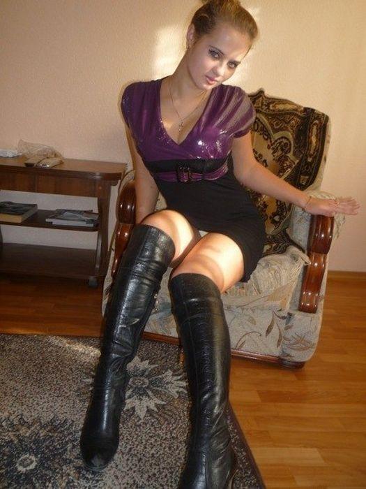 devushka-svyazala-parnya-foto