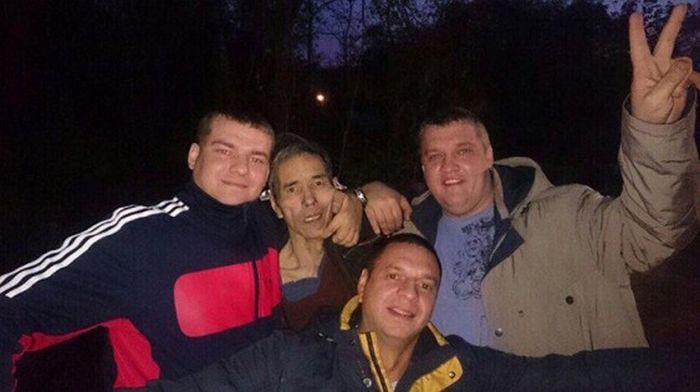 В Хабаровске накажут полицейских, сделавших селфи с преступником (фото)