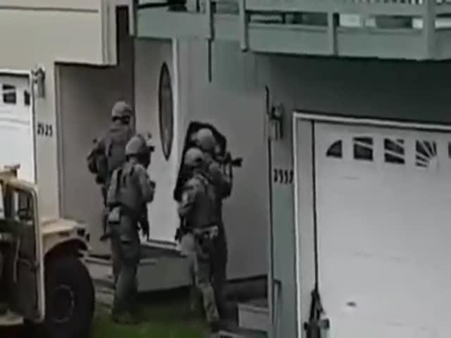 Спецназ SWAT в работе
