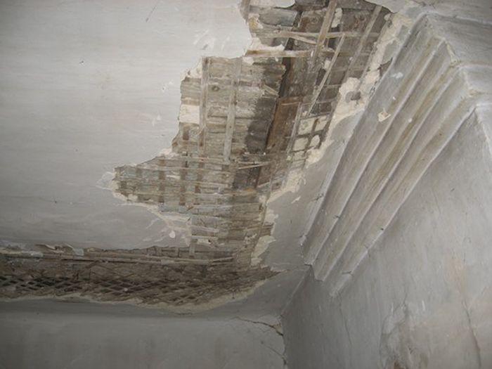 На Урале многоквартирный дом признали аварийным, несмотря на недавний капремонт (4 фото)