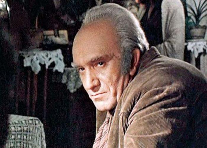 Армен Джигарханян о своем персонаже Горбатом из «Места встречи изменить нельзя» (6 фото)