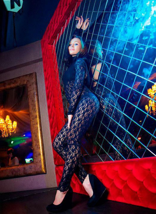 В Омске бывшая танцовщица ночного клуба стала депутатом (4 фото)