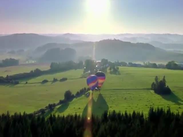 Скайдайверы прокатились на самых высоких в мире качелях