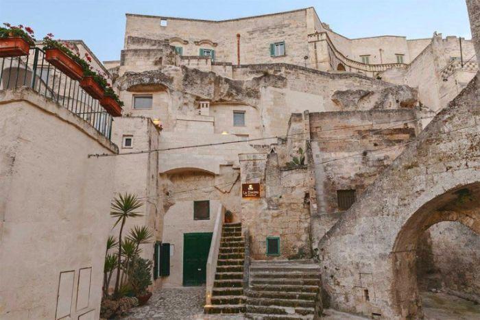 Итальянский отель в скале (16 фото)