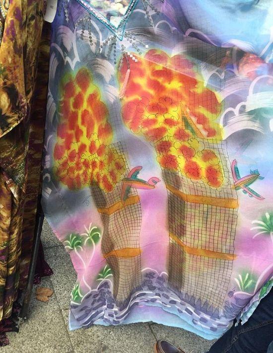 На лондонском рынке продавали одежду с изображением теракта 11 сентября 2001 года (3 фото)