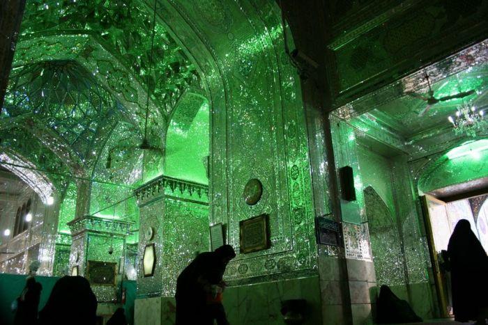 Мавзолей Шах-Черах - зеркальная мечеть в Иране (10 фото)