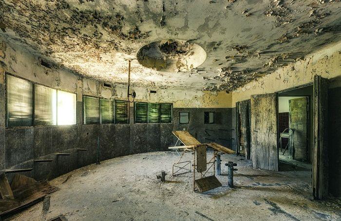 Заброшенные больницы Италии и Бельгии на фото Стефана Бауманна (23 фото)