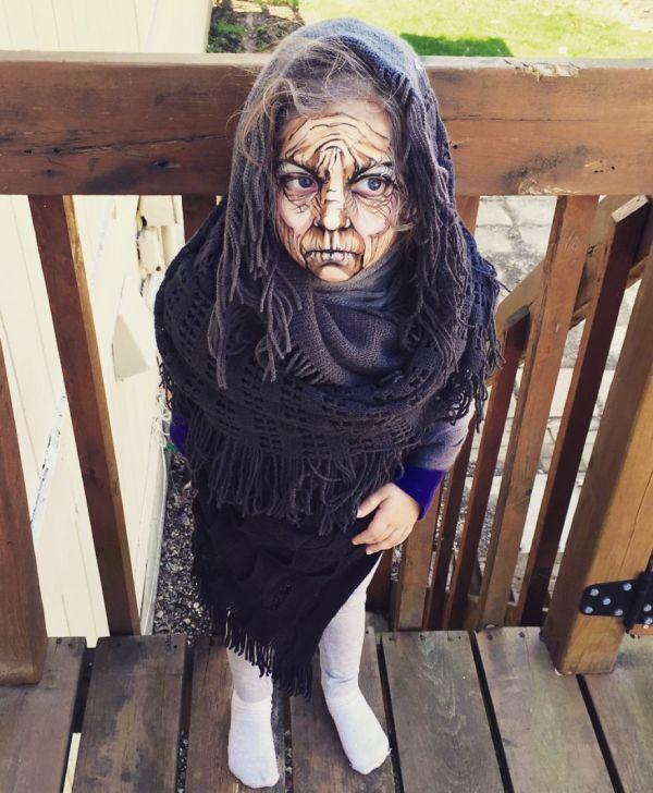 3-летняя девочка в образе старой ведьмы (5 фото)