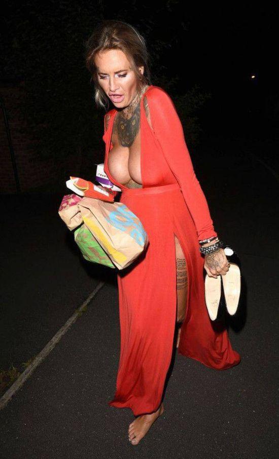 Пьяная звезда британского реалити-шоу Джемма Люси стала добычей папарацци (8 фото)