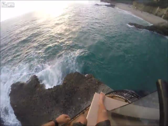 Любитель острых ощущений вновь совершил опасный прыжок