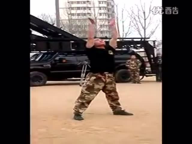 Невероятное выступление китайского военнослужащего