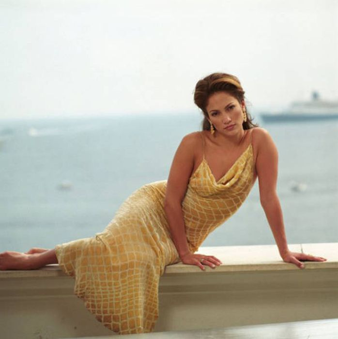 Самые красивые женщины разных времен (67 фото)